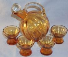 Very Nice CAMBRIDGE Amber Glass Cordial Decanter with Ground Crystal Stopper and 4 Glasses
