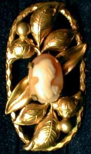 Jewelry vintage Cameo  Goldtone Oval Brooch Pin - Jewelry