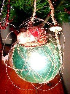 Wire Wrap BIRD on NEST Christmas Figural - Glass