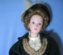 old Vintage Porcelain lady Fashion Doll - Franklin Mint ? toy old