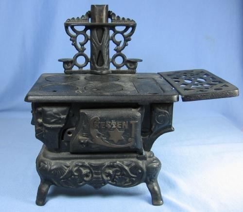 vintage Cast Iron Miniature Cook Stove  -  Toy Metalware