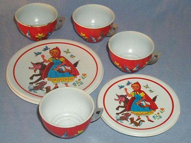 LITTLE RED RIDING HOOD 12 Piece Tin Tea Set - Toys
