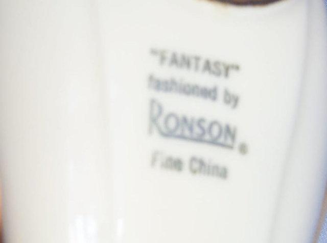 Aladdin Style RONSON Ceramic Table Lighter - Tobacciana