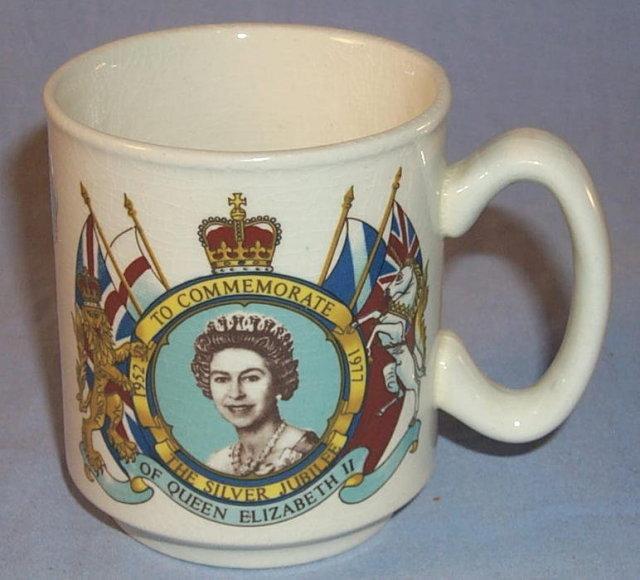 Queen Elizabeth  II SILVER JUBILEE Porcelain Mug