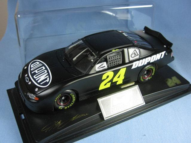2002 TEST CAR  Jeff Gordon 1:24 Scale NASCAR Die Cast Adult Collectible Toy