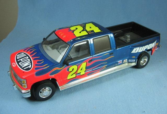 NASCAR 1:24 Scale Die Cast Limited Edition Car Replica JEFF GORDON  Adult Collectible Toy