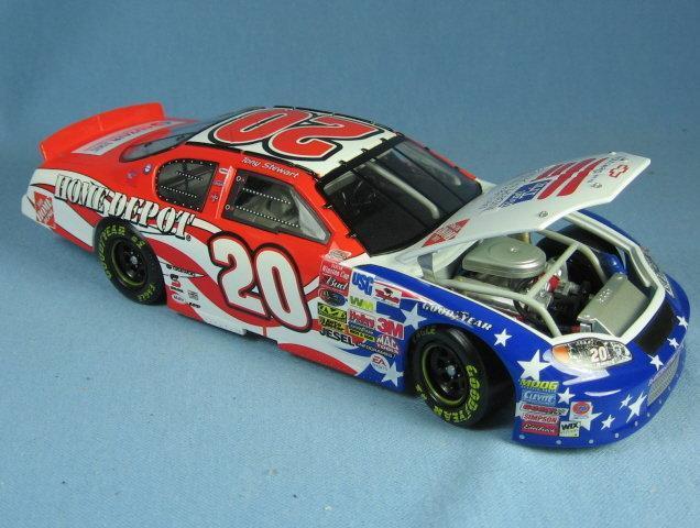 Action 1:24  Tony Stewart NASCAR Die Cast Car MIB Limited Edition