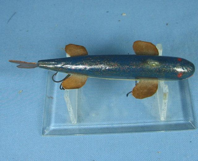 Wood FISH DECOY - Artist signed Ray Hersha - Newberry, MichiganHand Carved Sporting Lure