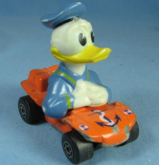 Disney DONALD DUCK  Hot Wheels  Car - Die Cast Toy