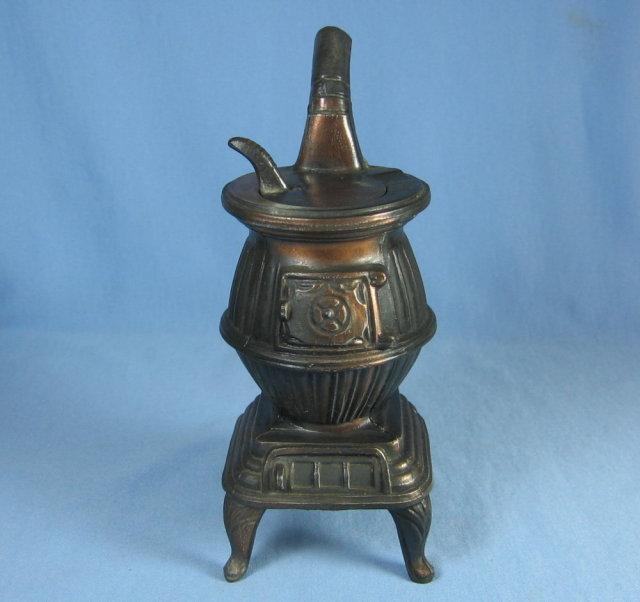 Potbelly Stove ASHTRAY - Vintage Tobacciana Metalware