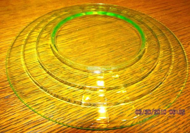 Vaseline Green Depression Plates (6) - Glass