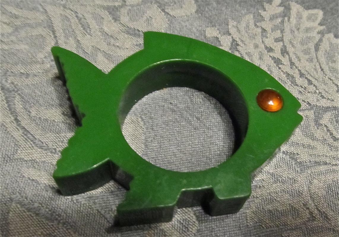 Green Fish Bakelite Napkin Ring - Collectibles