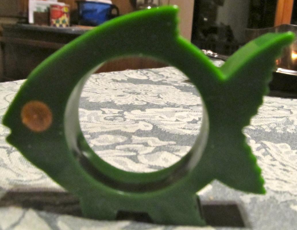 Green Fish Bakelite Napkin Ring - Collectibles
