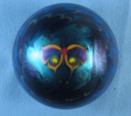 LUNDBERG Studio Butterfly Art Glass PAPERWEIGHT