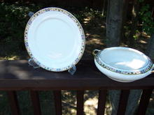 CASSEROLE DISH AND FIVE PLATE SET