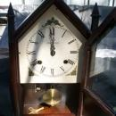 NEW HAVEN CLOCK CO.(VERMONT MODEL) STEEPLE OR MANTLE CLOCK 8 DAY WINDUP.