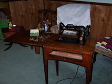 SINGER SEWING MACHINE AND STORAGE TABLE