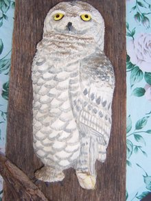 OWL ON WEATHERED BOARD - HANGEABLE