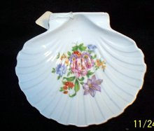PORCELAIN  SCALLOP SHELL WITH FLOWERS