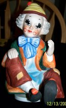 MUSICAL CLOWN FIGURINE PLAYS