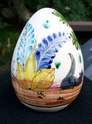 PAINTED SCENE ON   EGG FROM MEXICO WITH CAT AND ALPACAS OR LHAMAS