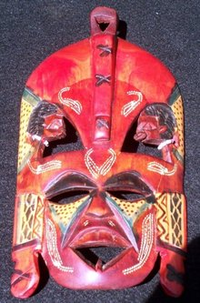 CARVED INDIAN WALL MASK - WOOD -*** SHIPS FREE WITHI U.S.A..****