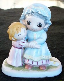 FIGURINE BY JODY BERGSMA OR JODY'S WORLD OF GRANDMA AND CHILD