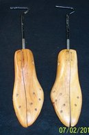 PAIR OF MENS  WOOD SHOE STRETCHERS 8W-10 1/2M