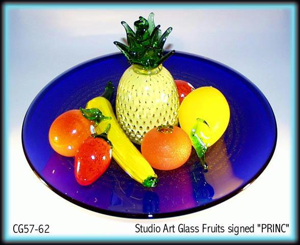 SIGNED STUDIO ART GLASS FRUIT / TANGERINE