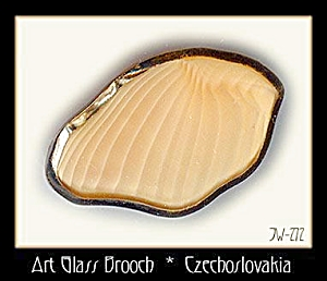 CZECH CARAMEL ART GLASS  BROOCH #272