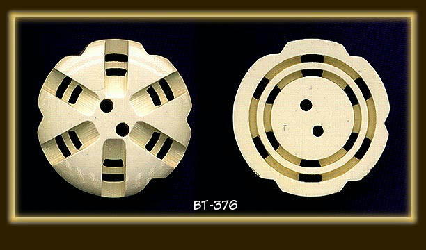 (4) CREAM BAKELITE DOUBLE CUT BUTTONS BT376