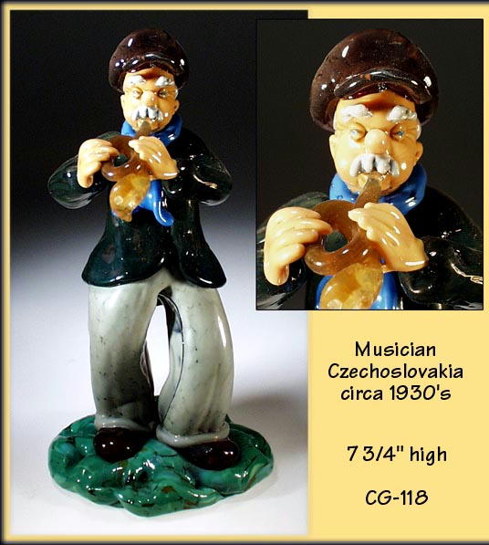 CZECH VINTAGE ART GLASS MUSICIAN FIGURINE / CG118