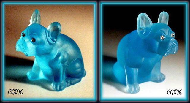 AQUA BLUE GLASS BULLDOG FIGURINE / CG076