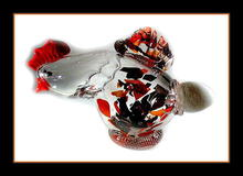 EXQUISITE HAND BLOWN GLASS HEN WITH EGG