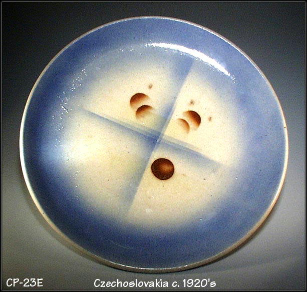 CZECH ART DECO AIRBRUSH POTTERY PLATE/ CP023E