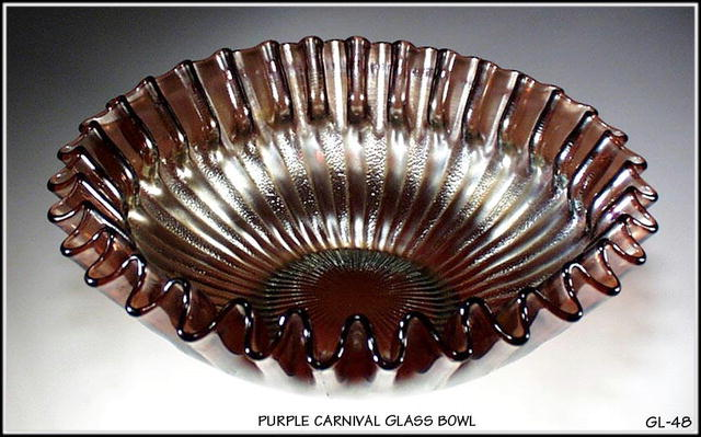OLD PURPLE CARNIVAL GLASS BOWL / GL048