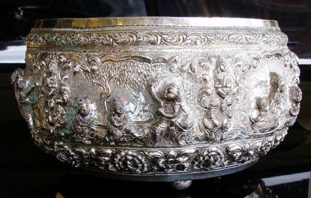 LARGE OLD SIAMESE SILVER REPOUSSE BOWL