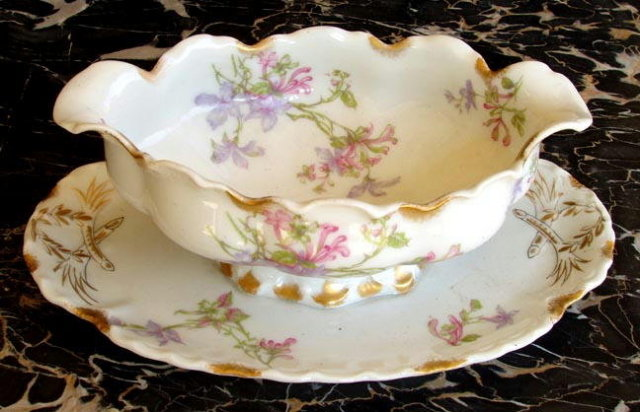 HAVILAND LIMOGES ANTIQUE GRAVY w UNDERPLATE SCHLEIGER #36