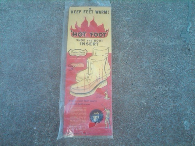 HOT FOOT SHOE BOOT INSERT WEATHER SHIELD SPORTS EQUIPMENT PAUL REED CHARLEVOIX MICHIGAN ADVERTISING CARD PACKAGE