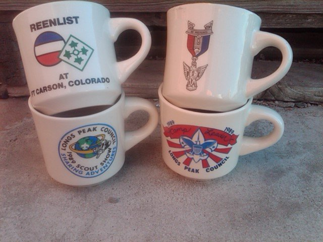 BOY SCOUT MUG SCOUTING ORGANIZATION COLLECTIBLE KITCHEN UTENSIL CERAMIC POTTERY CUP LONGS PEAK FORT CARSON COLORADO BE PREPARED