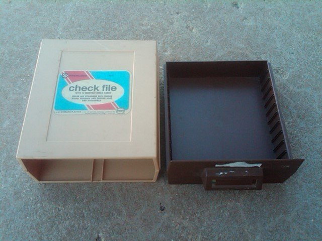 RETRO PAPER CHECK FILE BOX STERLING PLASTICS BORDEN CHEMICAL MOUNTAINSIDE NEW JERSEY ADVERTISING LABEL 1972 DATE