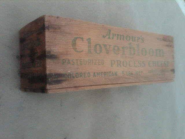 ARMOUR CLOVERBLOOM COLORED AMERICAN WOODEN CHEESE BOX DAIRY STORAGE CRATE