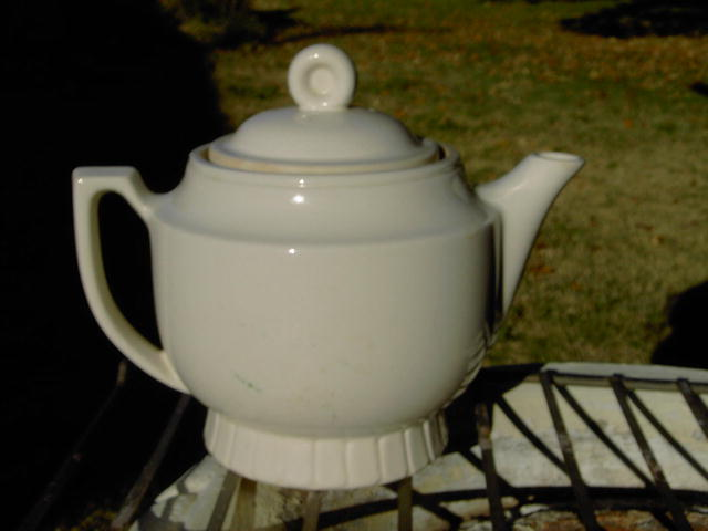 PORCELIER COLONIAL TEAPOT HOT BEVERAGE PITCHER SERVING UTENSIL