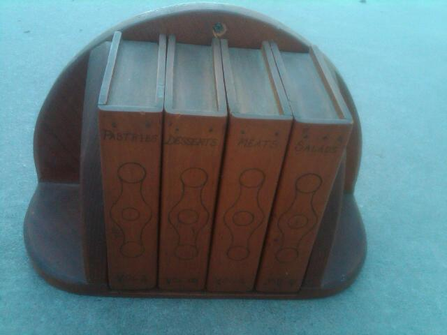 WOODEN RECIPE CARD STORAGE BOX LIBRARY BOOK STYLE WALL SHELF KITCHEN ORNAMENT