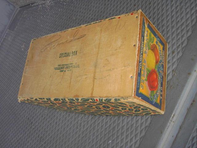 YAKIMA WASHINGTON APPLE CRATE SHIPPING BOX BLUE RIBBON BRAND