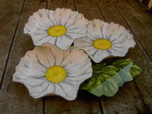 DAISEY  FLOWER  RELISH TIDBIT TRAY CANDY SERVER