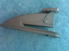 SWINGLINE STAPLER STAPLE TOOL RETRO ERA DESK UTENSIL OFFICE ACCESSORY SECRETARY TOOL