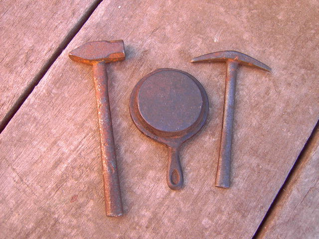 CAST IRON GOLD PICK SLEDGE HAMMER SKILLET MINING TOYS