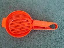 tupperware flour sifter retro orange plastic baking utensil kitchen tool