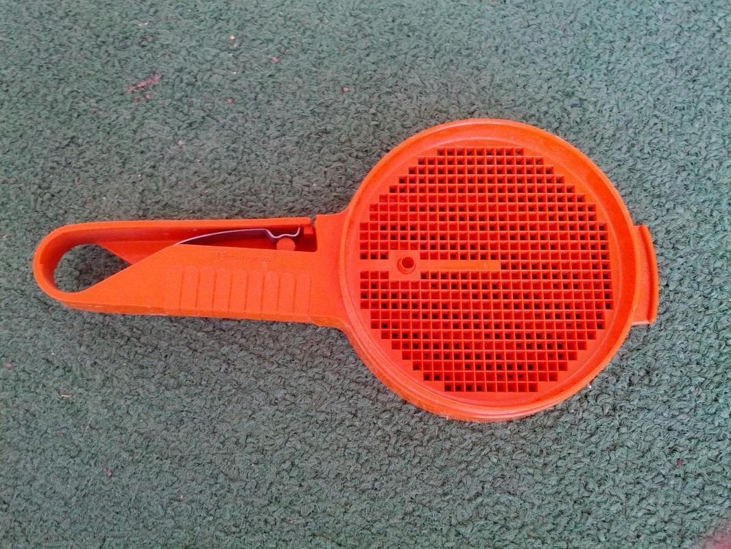 tupperware flour sifter retro orange plastic baking utensil kitchen tool